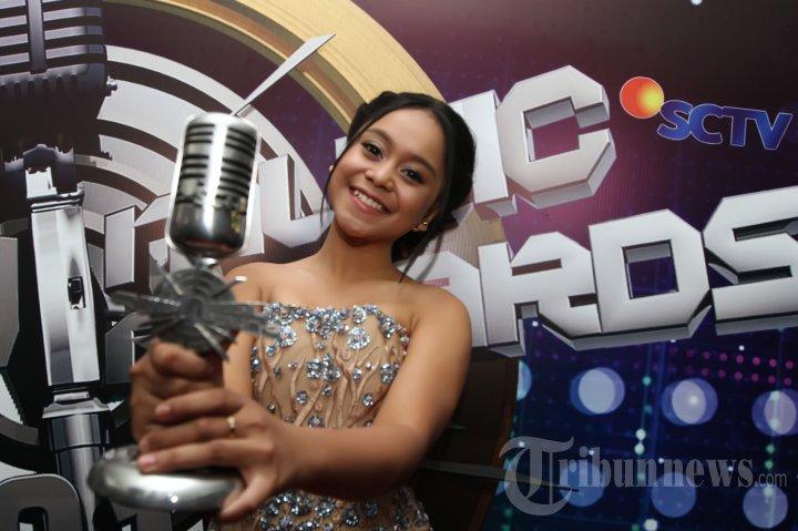 lesti SCTV Music Award 2015